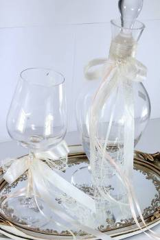 Set pearl in tall decanter & cream colors